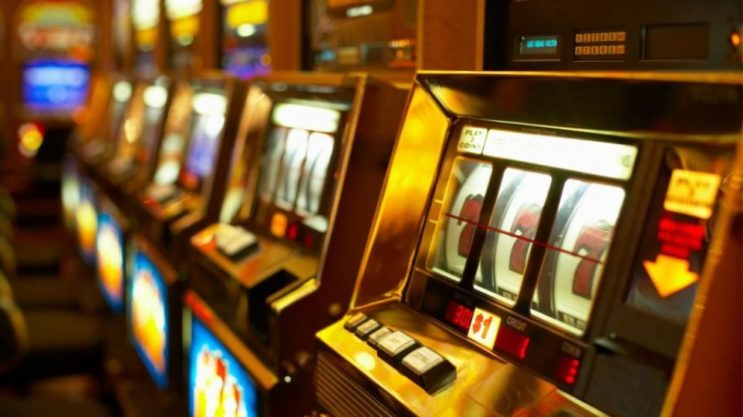 ΑΝΕΚΔΟΤΟ με τρελό γέλιο: Ένας μάγκας κερδίζει 1 εκ.ευρώ στο καζίνο και πάει σπίτι