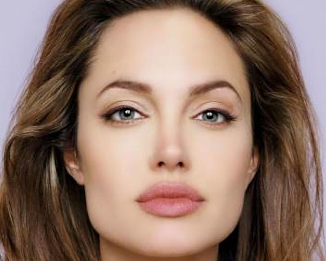 Έτσι θα αποκτήσεις τα χείλη της Αντζελίνα Τζολί-ΘΑΥΜΑΤΟΥΡΓΟ scrub μόνο με 3 υλικά!
