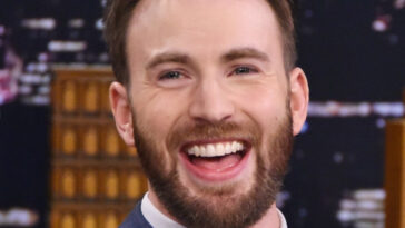 chris evans,chris evans,chris evans movies,chris evans wife,chris evans girlfriend,chris evans height,chris evans net worth,chris evans age,chris evans scarlett johansson,chris evans series