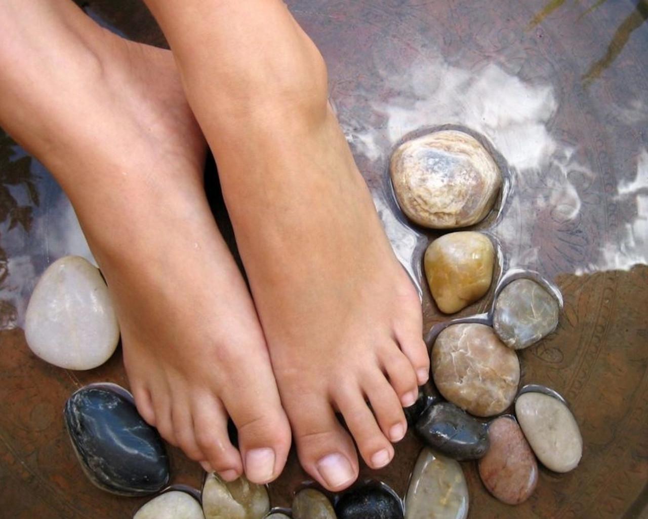 ποδια,ποδια θηλασμου,ποδια σε μετρα,ποδια νονασ,ποδια κουζινασ,ποδια επιπλων,ποδια βαρια που καινε,ποδιατροσ