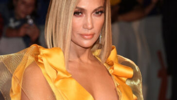 JLo,jlo,jlo movies,jlo hair,jlo age,jlo insta,jlo height,jlo versace dress,jlo ηλικια,jlo maluma
