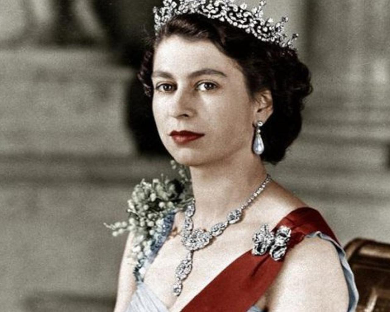 βασιλισσα ελισαβετ,βασιλισσα ελισαβετ νεα,βασιλισσα ελισαβετ υψοσ,βασιλισσα ελισαβετ στεψη,βασιλισσα ελισαβετ παιδια,βασιλισσα ελισαβετ αδερφια,βασιλισσα ελισαβετ α,βασιλισσα ελισαβετ γαμοσ,βασιλισσα ελισαβετ ηλικια