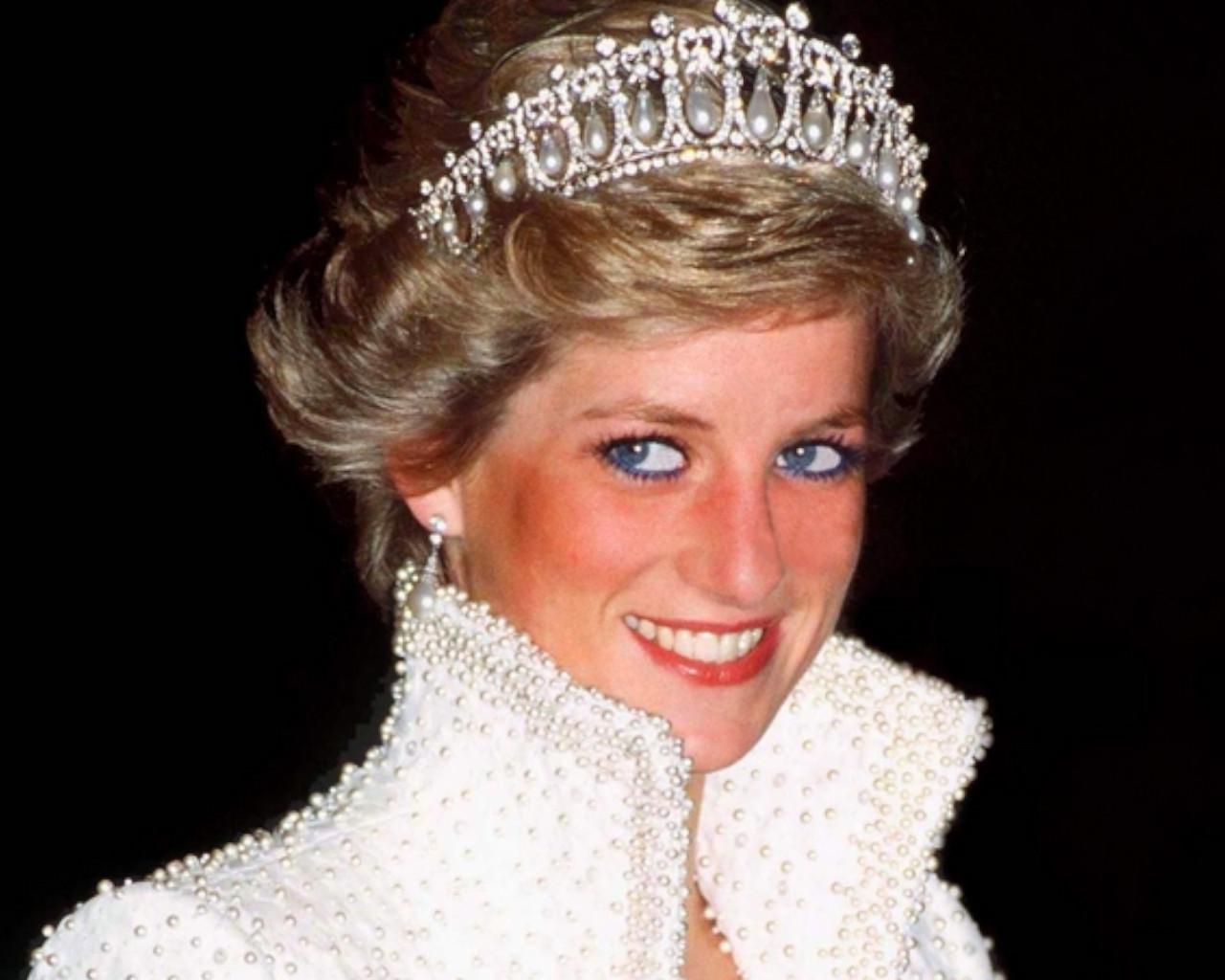 νταιανα θάνατος, νταιανα κάρολος, νταιανα ύψος,, νταιανα πριγκίπισσα, νταιανα ταινία, νταιανα κηδεία